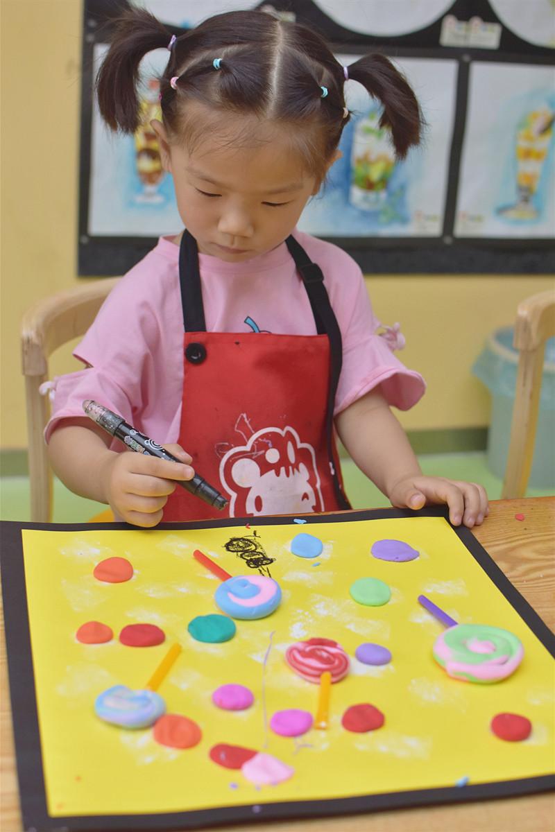 盐城美术培训班老师应该给孩子看范画?